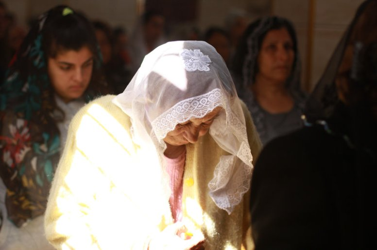 tell-tamer-woman-praying-assyrians05_custom-3287554be234d23f7c8fdf2a95a1f03620de3f11-s800-c85